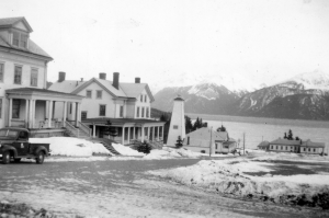 Both the officers and black enlisted enjoyed heated barracks, a regular bathroom with showers and a bed at Chilkoot. 1943.